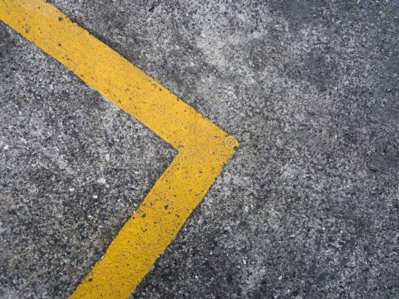 lignes bleues jaune de fond de ciel de route photographie stock libre de droits