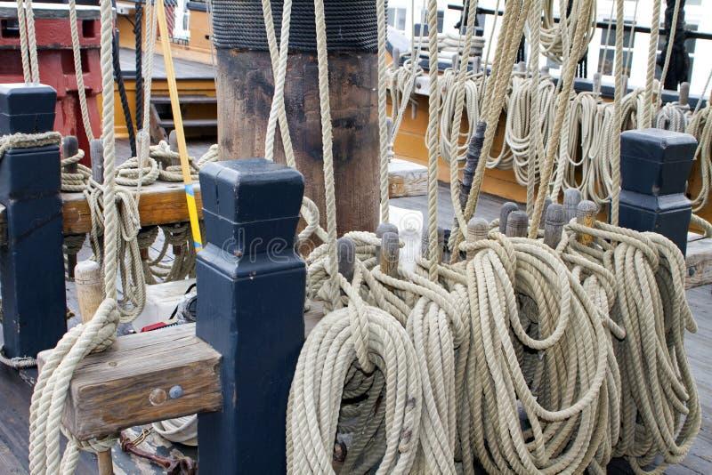 Lignes de corde de bateau de navigation photos stock