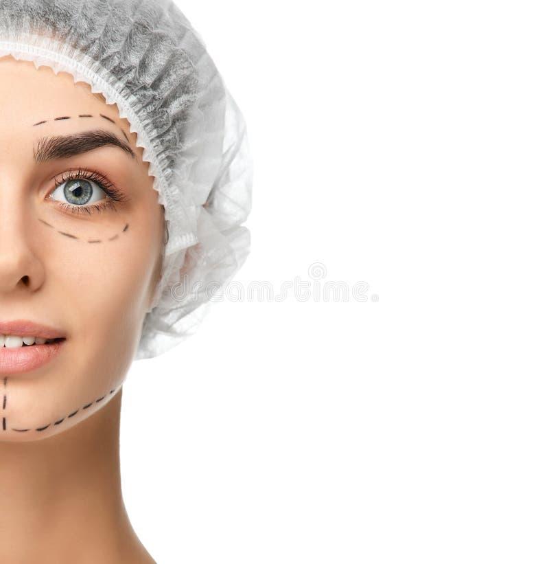 Lignes de perforation de concept de chirurgie plastique sur le visage d'isolement sur le fond blanc photos libres de droits