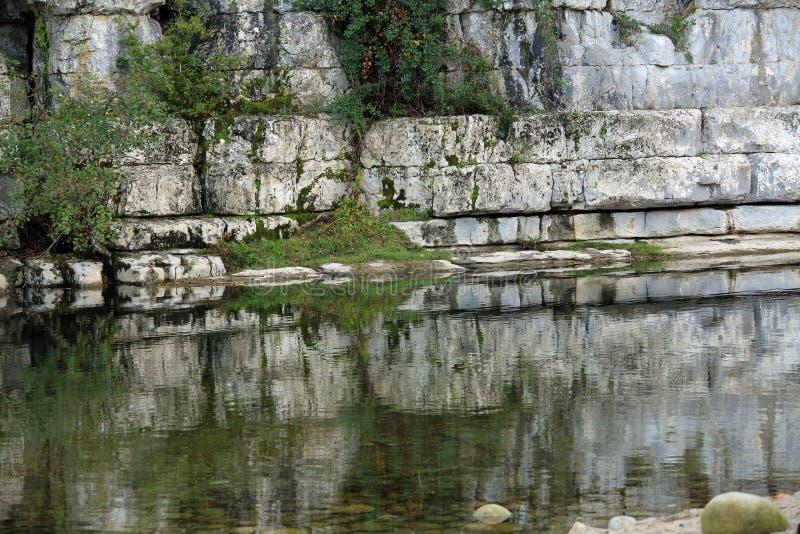 Lignes de roches et miroir stock photos