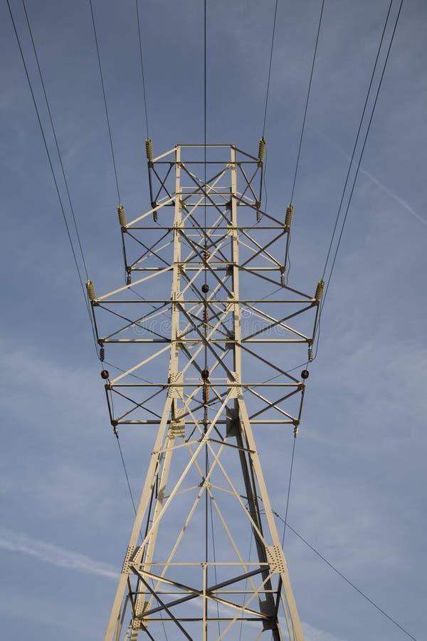 Download Lignes De Tour Et De Boîte De Vitesses De Ligne électrique Photo stock - Image du isolant, supplémentaire: 4350588