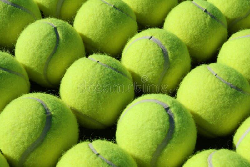 Lignes des billes de tennis photo stock