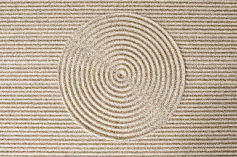 Lignes et cercle dans le sable image libre de droits