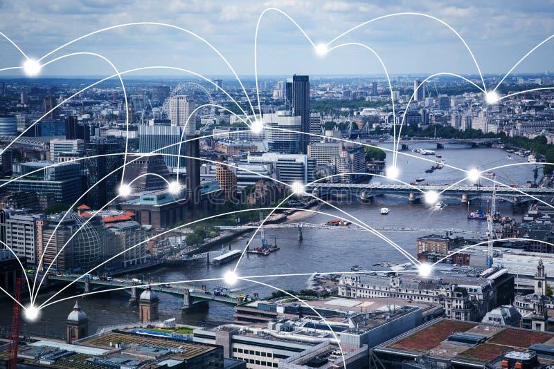 Lignes fut?es de ville et de connexion Concept d'Internet des affaires globales, Londres, R-U photographie stock libre de droits