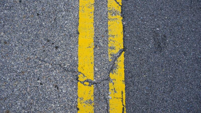 Lignes jaunes parall?les sur le plancher photos libres de droits
