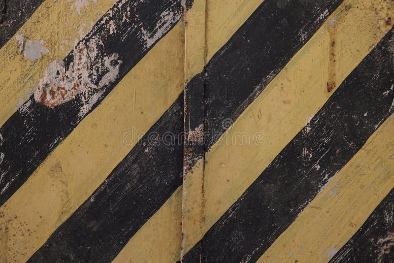 Lignes noires et jaunes sur un grunge de fond image stock