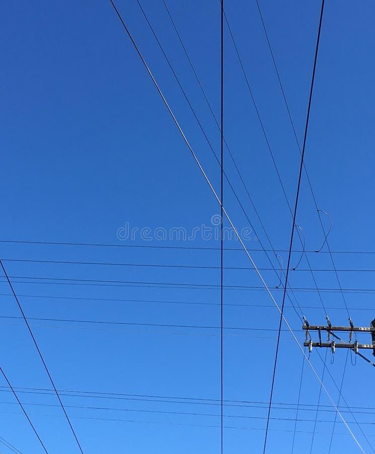 Lignes noires sur un fond bleu images libres de droits