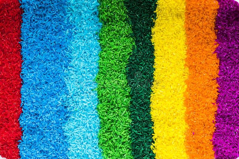 Lignes verticales avec du riz coloré images libres de droits