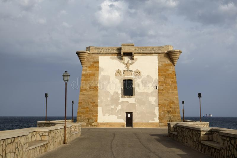 Ligny torn, en forntida kust- watchtower i Trapan arkivfoto
