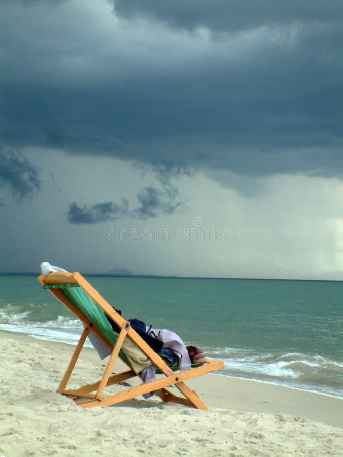 Download Ligstoel stock foto. Afbeelding bestaande uit hemel, vakantie - 46446