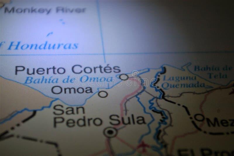 Ligth-ilumination auf einer Karte eine Honduras-Stadt Puerto Cortes stockfoto