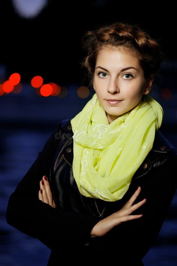 Ligthts della città di notte e della donna immagine stock libera da diritti
