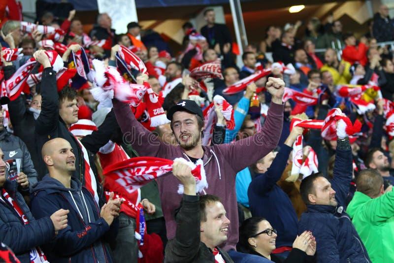 Ligue des champions de l'UEFA : Slavia Praha contre Barcelone images libres de droits