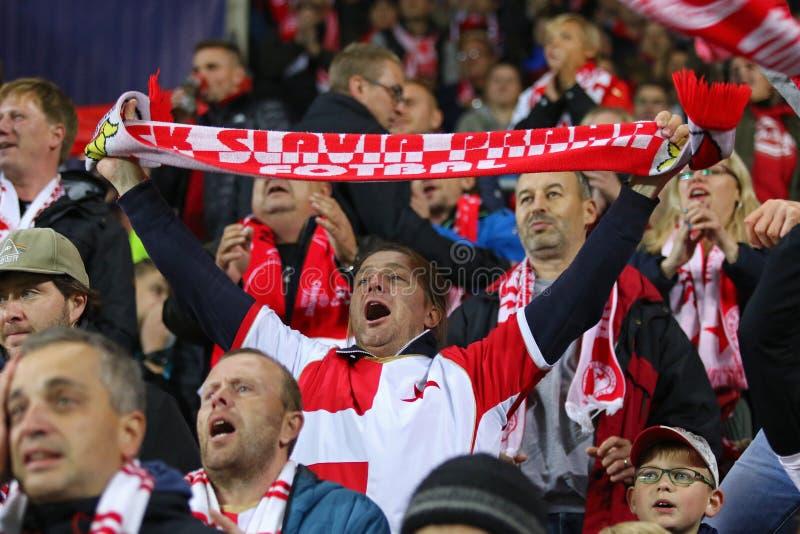 Ligue des champions de l'UEFA : Slavia Praha contre Barcelone photos stock