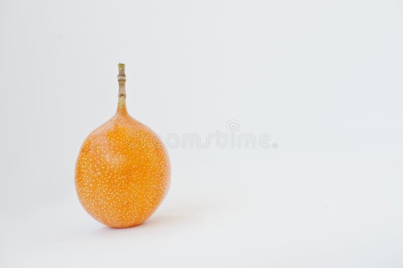 Ligularis esotici della passiflora della granadiglia della frutta isolati su bianco immagini stock libere da diritti