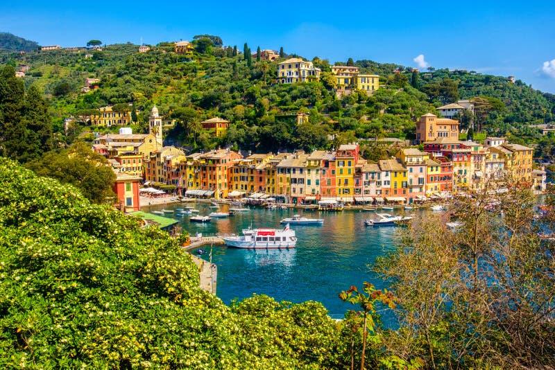 Ligurian kleurrijke stad van Portofino de trillende schilderachtige huizen - Genua - Italië royalty-vrije stock foto's