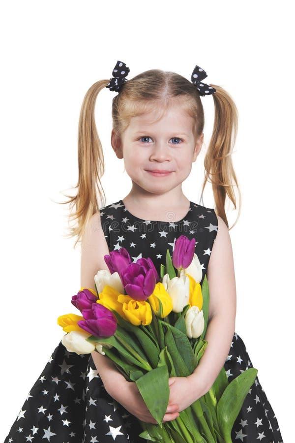 Liittlemeisje met tulpen royalty-vrije stock afbeelding