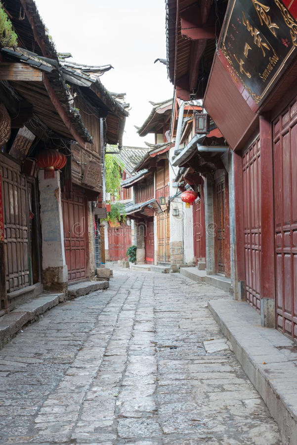 LIJIANG, CHINA - 8 DE SETEMBRO DE 2014: Cidade velha de Lijiang (mundo do UNESCO ele imagens de stock