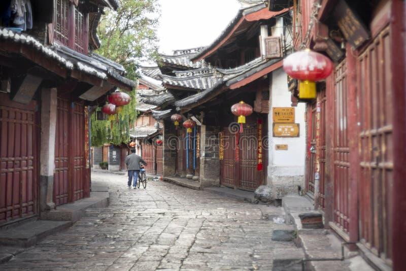 Lijiang gamla stadgator i morgonen royaltyfria bilder