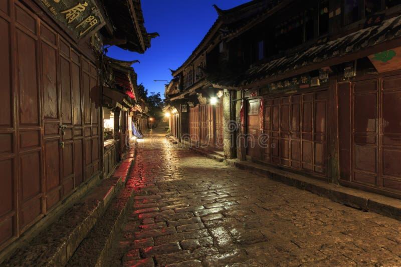 Lijiang gammal stad i Yunnan, Kina på soluppgång - vid natt royaltyfri fotografi