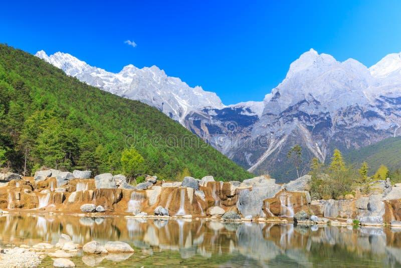 Lijiang: Jade Dragon Snow Mountain royalty-vrije stock afbeelding