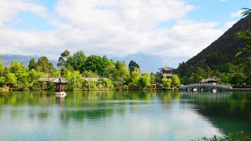 Lijiang, porcelana: pagoda preto da associação do dragão imagens de stock