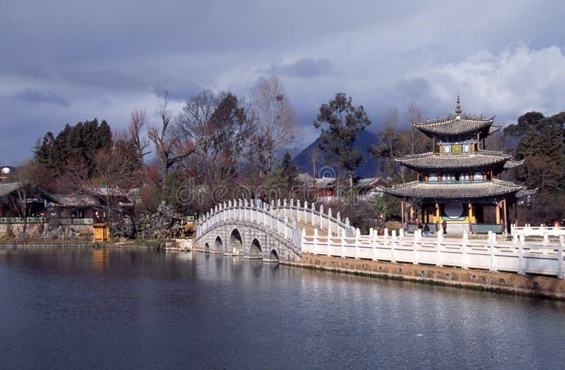 Lijiang, porcelana: pagode preto da associação do dragão foto de stock royalty free