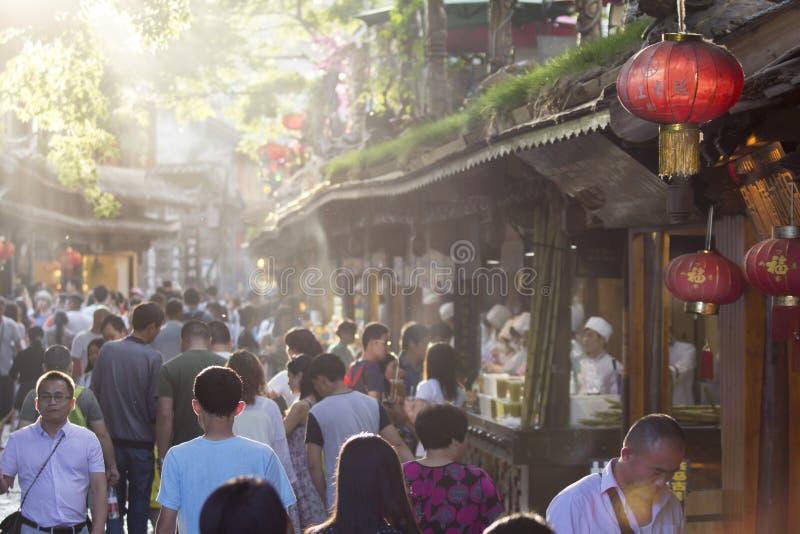 Lijiang stary miasteczko z piejącym turystą zdjęcie royalty free