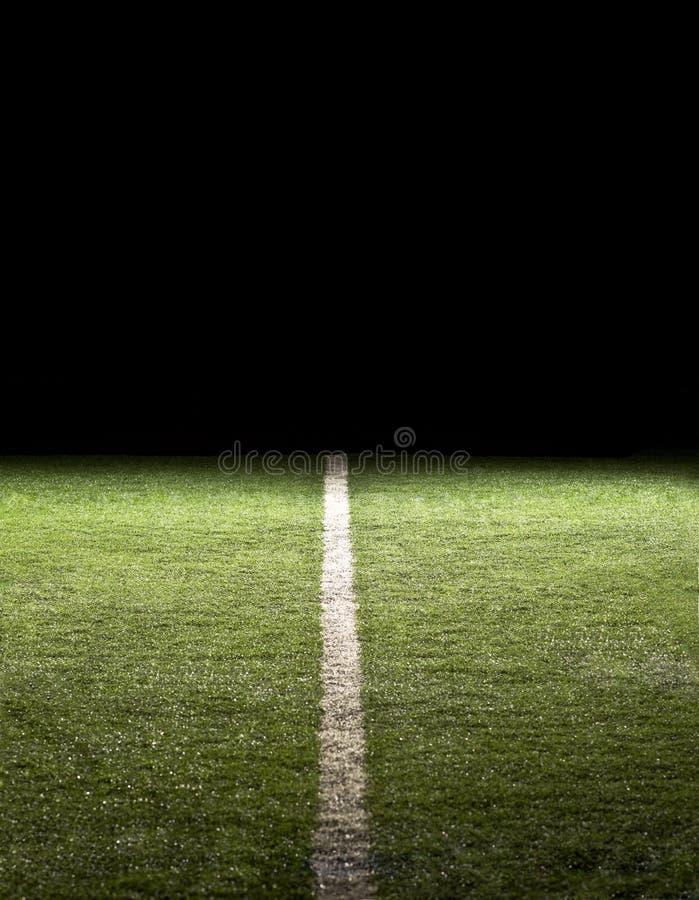 Lijn op een Gebied van de Voetbal bij nacht stock fotografie