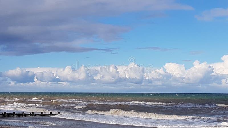 Lijn van wolken over Overzees royalty-vrije stock afbeelding