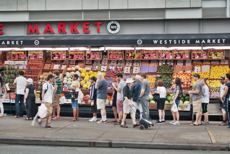 Lijn voor supermarkt als benaderingen van Irene stock fotografie