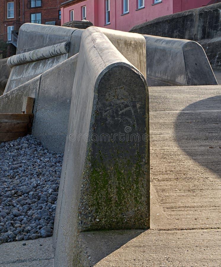 Lijnen en hoeken van de zeewand Cromer, Norfolk stock fotografie