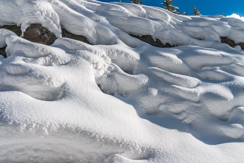 Lijnen en Ontwerpen in de Sneeuw stock foto's