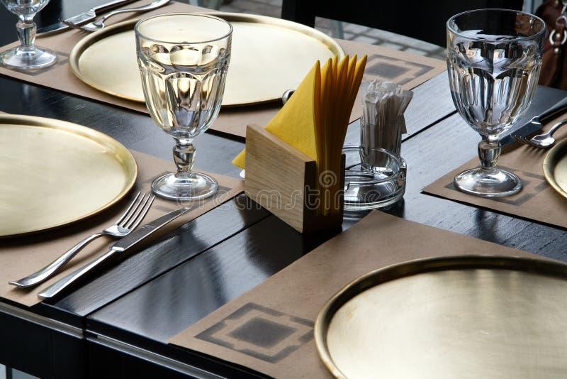 Lijst bij het restaurant royalty-vrije stock afbeeldingen