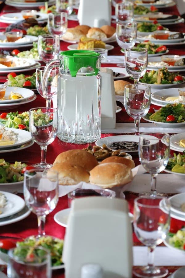 Lijst die in een land zijrestaurant plaatsen in Turkije royalty-vrije stock foto
