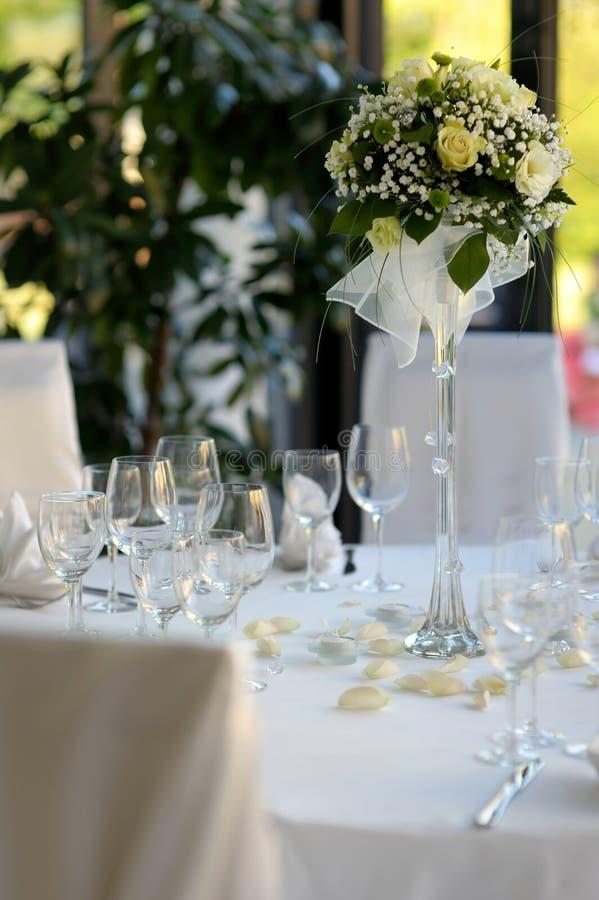 Lijst die voor een feestelijk partij of een diner wordt geplaatst royalty-vrije stock foto