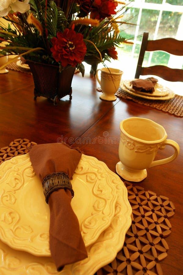 Lijst die voor ontbijt plaatst royalty-vrije stock afbeelding