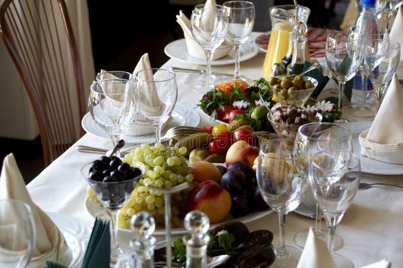 Lijst in restaurant royalty-vrije stock afbeelding