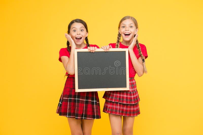Lijst van winnaars Informatiebureau de presentatie van het schoolproject De ruimte van het exemplaar kinderen die prikbord voorst royalty-vrije stock foto