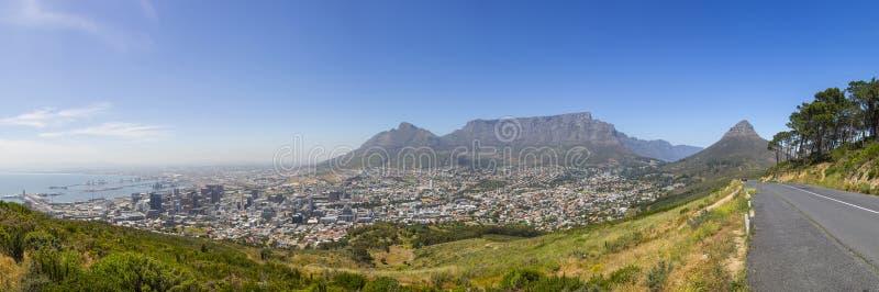Lijstberg, het Hoofd van de Leeuw en de Havenpanorama van Cape Town stock fotografie