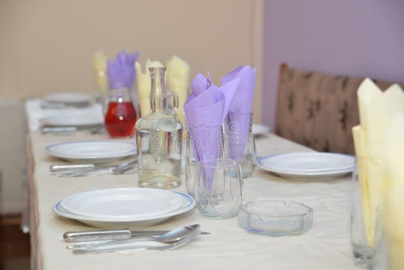 Lijstdecoratie op maaltijd wordt voorbereid die royalty-vrije stock fotografie