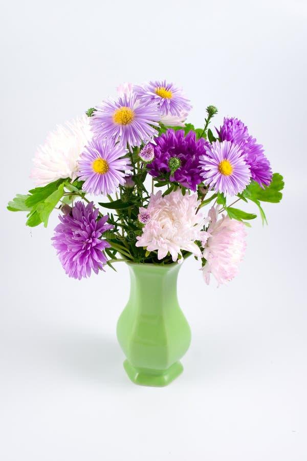 Lila Blumenstrauß stockbild