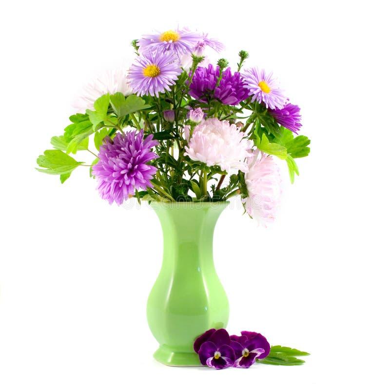 Lila Blumenstrauß stockfotos