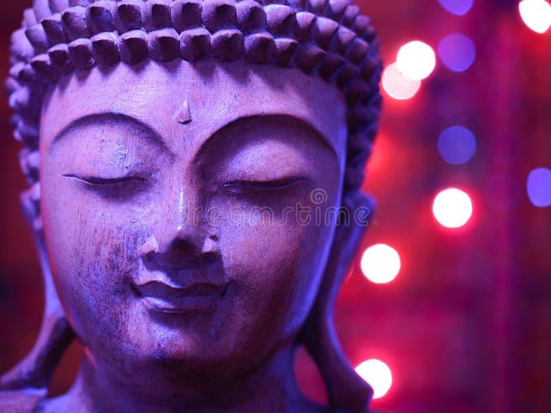 Lila Buda de madera con las luces foto de archivo libre de regalías