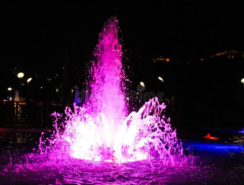 Lila-fontaine stockfotografie