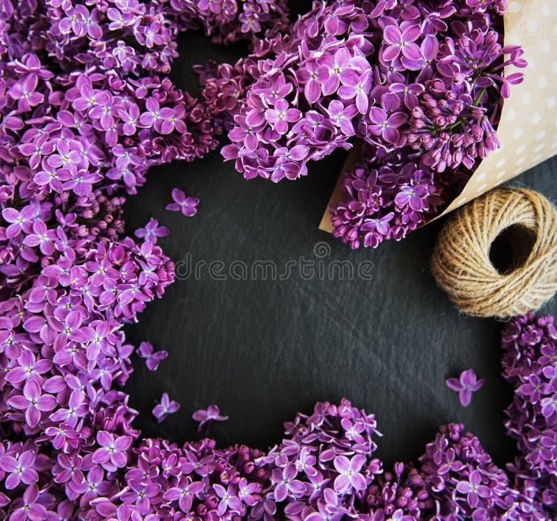 Lilac bloemen als kader stock afbeelding