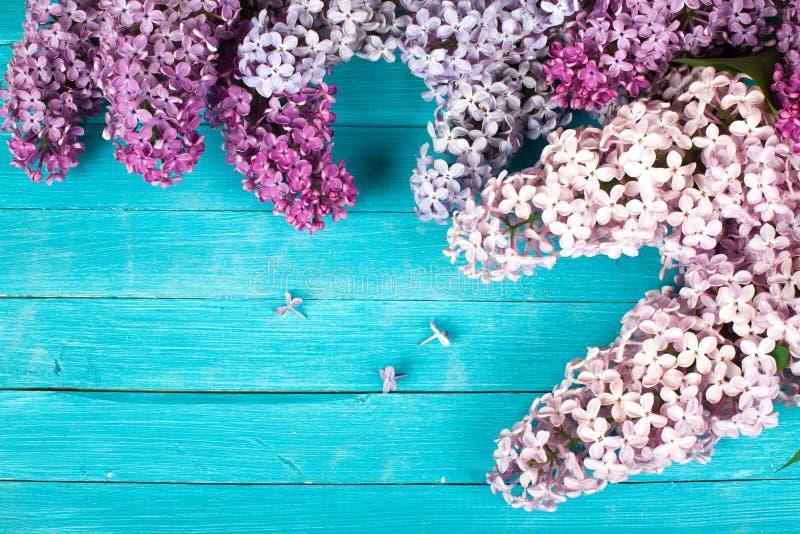 Lilac Bloemenboeket op Houten Plankachtergrond royalty-vrije stock foto
