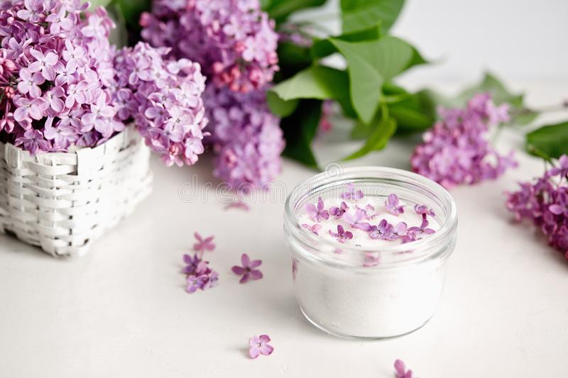 Lilac Sugar In Jar stock foto