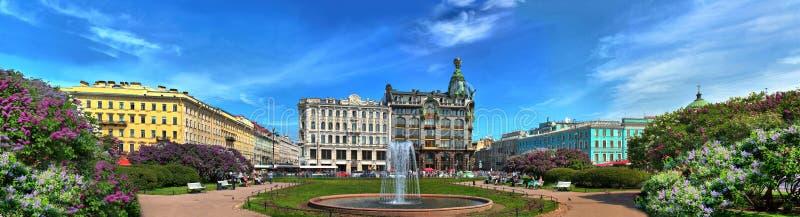 Lilas sur l'avenue de Nevsky photographie stock libre de droits