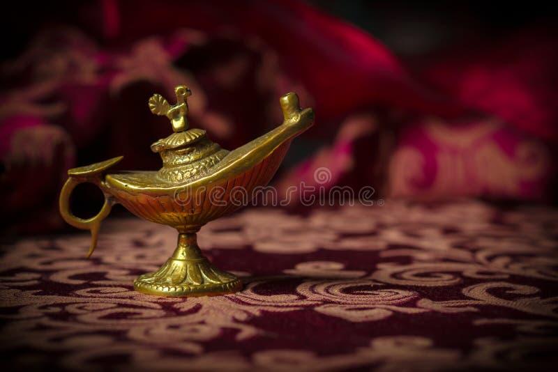 Lilla antika Aladdin Lamp Macro arkivfoto